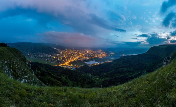 Вид навечерний Кисловодск. Фото: Wikimedia Commons / Barzanes