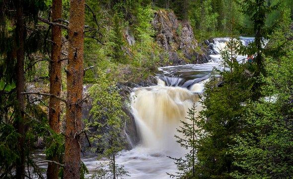 Республика Карелия. Водопад Кивач. Фото: Shutterstock / Alexey Oblov