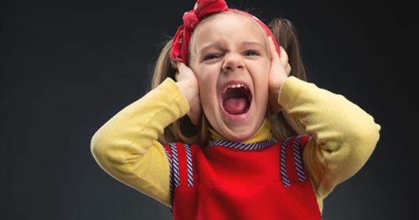 Детские истерики 2 3 года как бороться