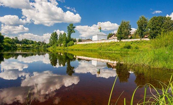 Боровичи. Боровичский Свято-Духов мужской монастырь. Фото: Shutterstock / FotograFFF