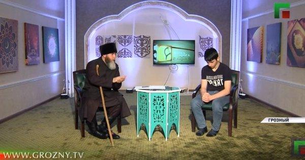 Картинки по запросу Чеченский подросток 46 минут извинялся в эфире местного канала за критику властей республики