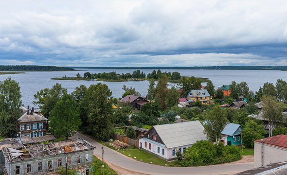 Город Осташков. Фото: Shutterstock / katuka