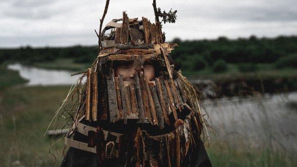 Маска, сделанная больше-кочинскими подростками иЛюбой Шмыковой изпермского музея современного искусства / Фото: Никита Каменских
