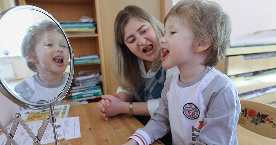Когда нужно учить ребёнка читать и чем полезно раннее развитие: 10 вопросов логопеду   Мел