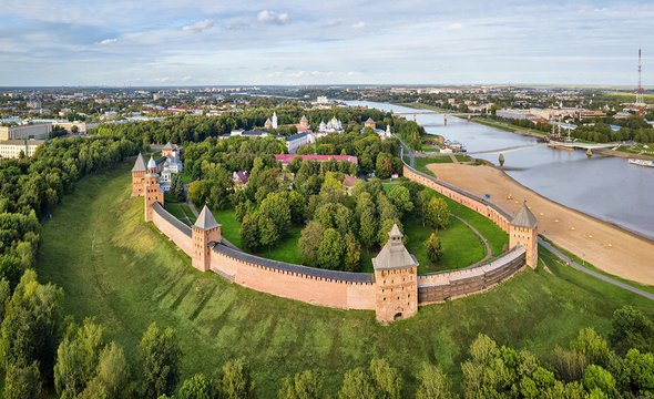 Новгородский кремль. Фото: Shutterstock / Sergey Dzyuba