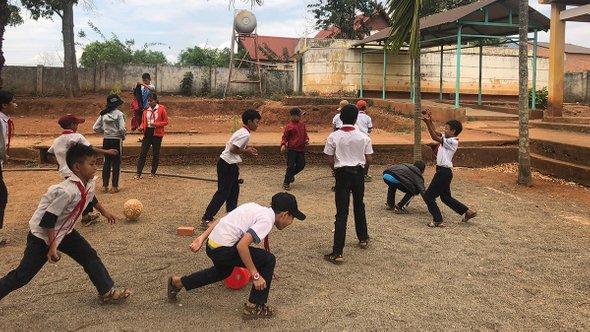 Школьный двор вдеревне народаЭди. Провинция Даклак