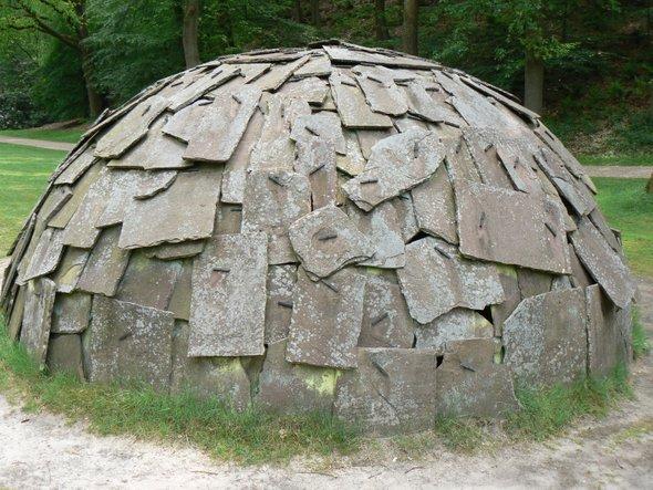 Иглу из камня (Марио Мерц, 1968) — иллюстрация к статье история искусства, раздел — Арте повера.