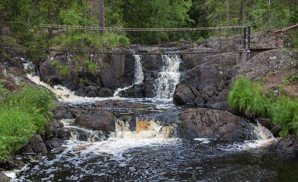 Рускеальские водопады. Фото: Shutterstock / Shandarov Arkadii