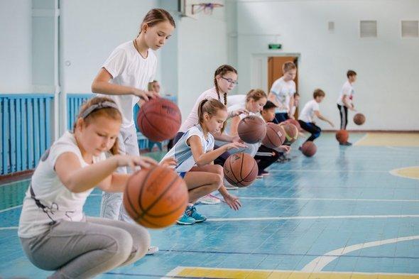 Уроки физкультуры в школе польза и вред thumbnail