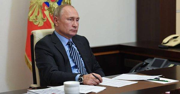 Путин: на следующей неделе первыми вакцинировать от коронавируса начнут врачей и учителей