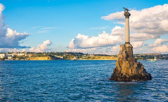 Памятник затопленным кораблям вСевастополе. Фото: Shutterstock / Veronika Kunitsyna