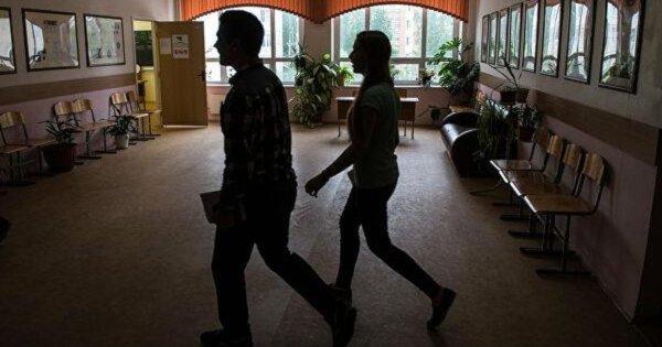 В новосибирской школе найдено тело десятиклассницы, которая покончила с собой