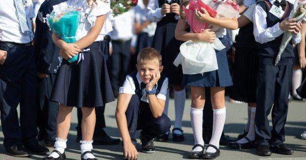 Учебный год в школах и вузах России начнётся очно и по плану — 1 сентября