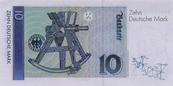 Банкнота в10марок сизображением измерительного геодезического инструмента гелиотропа. Фото: Немецкий федеральный банк, Франкфурт-на-Майне, Германия.
