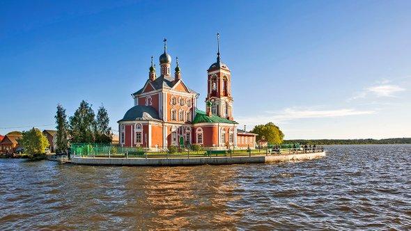 Церковь Сорока мучеников / Shutterstock (Sergei Afanasev)