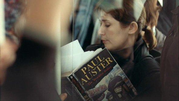 Книга: «Бруклинское безумие» Пола Остера. Фильм: «Плюс один» Оксаны Бычковой (2008).