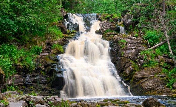 Водопад Юканкоски. Фото: Shutterstock / inerika