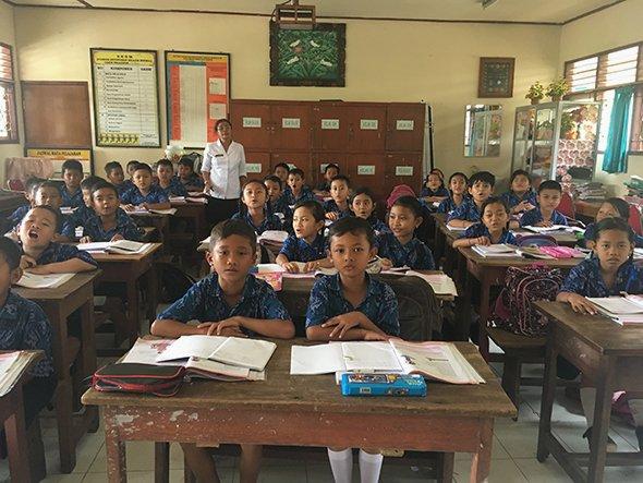 700 языков, семь религий, одна страна. Как учатся школьники в загадочной Индонезии