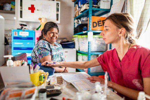 Мария Скоромникова, волонтер-медик, спациенткой.