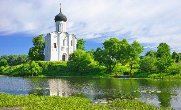 Боголюбово. Церковь Покрова наНерли. Фото: Shutterstock / Potapov Igor Petrovich