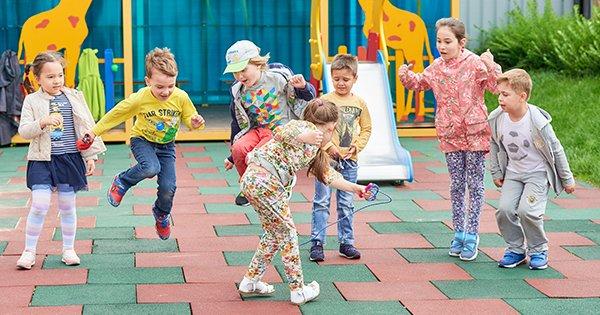 Можно ли встать в очередь в детский сад не по месту прописки