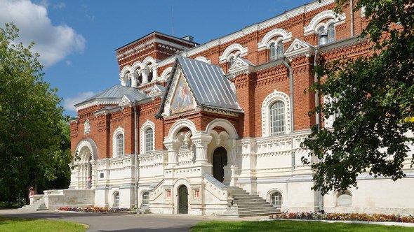 Музей хрусталя / Фото: Shutterstock (Elena Koromyslova)