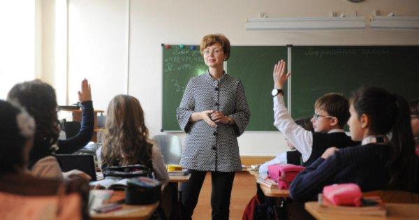 Путин поручил правительству позаботиться о мотивации классных руководителей