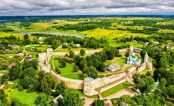 Изборская крепость. Фото: Shutterstock / Leonid Andronov