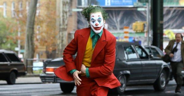 В дагестанскую школу с топором ворвался мужчина в маске Джокера