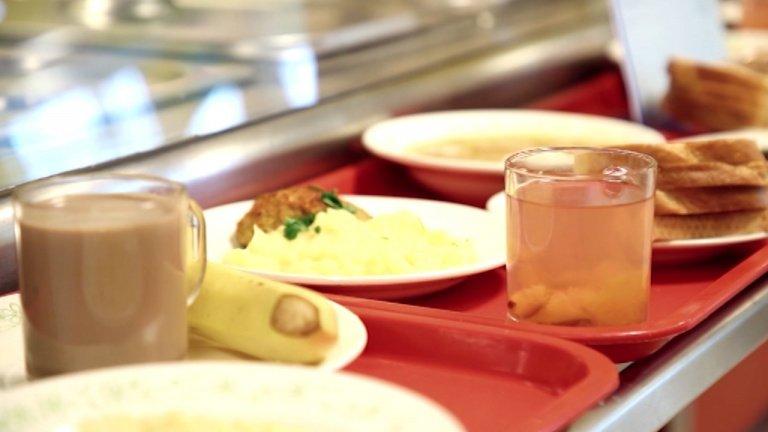 Депутаты Госдумы предлагают разрешить родителям обменивать школьные завтраки на деньги