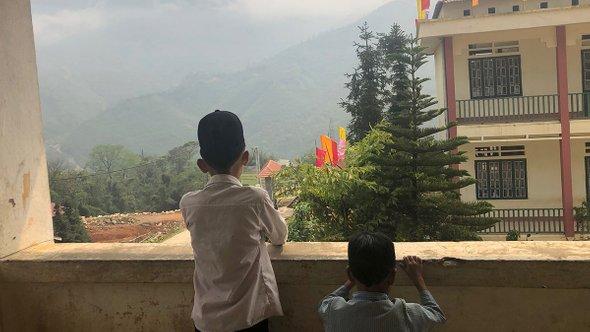Вид совторого этажа школы. Деревня под Сапой